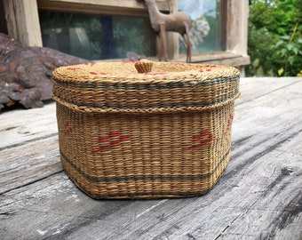 Two Nested Woven Sweetgrass Baskets with Lids, Bohemian Decor, Basket Weaving, Trinket Box