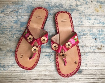 Vintage Women's size 9 (fits like 8) tooled leather sandals, dead stock vintage Mexican sandals, beach wear, boho sandals, hippie sandals