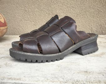 1990s Women size 6-1/2 M Basswood brown leather sandals chunky heel gladiator slip on slides