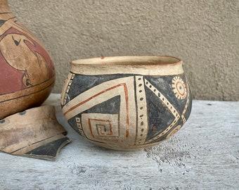 """Pre-Colombian Paquimé Casas Grandes Polychrome Pottery Olla Pot 5"""" Diameter, Native Indigenous"""