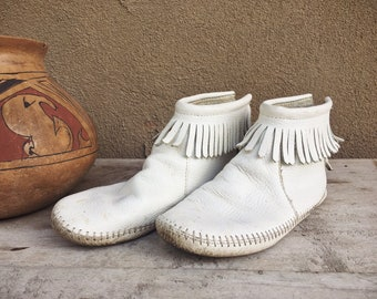 Vintage White Leather Ankle Moccasins Women's Size 6, Native American Indian Shoes, Boho Hippie