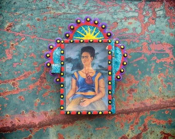 Very Small Mexican Tin Nicho with Frida Kahlo Print, Traveling Altar Art, Mexican Decor, Artist Gift Friend Coworker, Tin Frame Wall Hanging