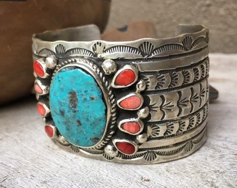 Vintage Navajo 88g Wide Stamped Sterling Silver and Turquoise Cuff Bracelet with Spiny Oyster