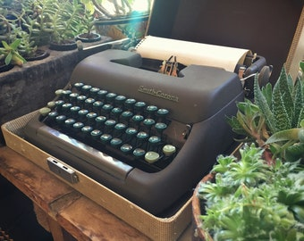 1950s Smith Corona Clipper Typewriter with Cover Carrying Case (Needs Ribbon) Vintage Office