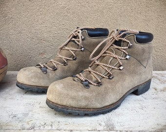 1970s Old School Hiking Boots for Women Size 7.5 (Run Small) Taupe Brown Suede Leather, Vintage Mountaineering