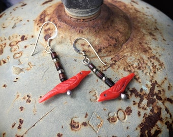 1970s Red Spiny Oyster Bird Fetish Dangle Earrings for Women, Native American Indian Jewelry