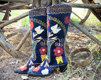 Vintage Embroidered Boot for Women's EU Size 39 Faux Suede Royal Blue Purple Zip Up Back