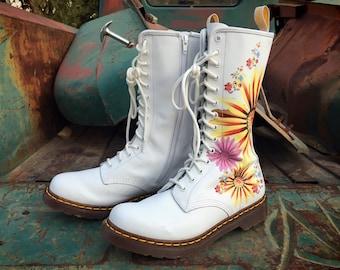 Rare White Dr Martens Boots 14-Eyelet White Pink Orange Floral Burst Design Size UK8 US10