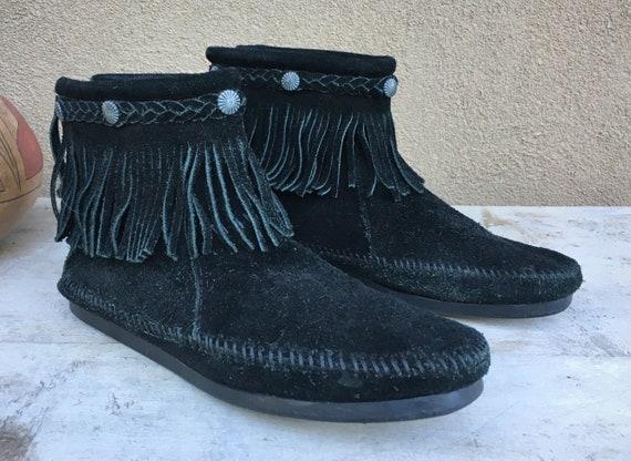 b7dfd44ff71 Vintage Minnetonka Women s Size 9 Black Suede Hard-Soled