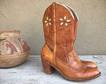Dingo Cowboy Boots Women's Size 7 (Runs Small) Short Boot White Cut Out Brown Leather Boot