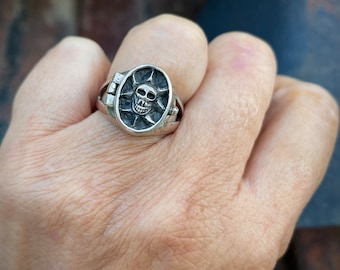925 Sterling Silver Skull Theme Signet Poison Ring Size 7.75, Small Pillbox Ring, Gothic Jewelry