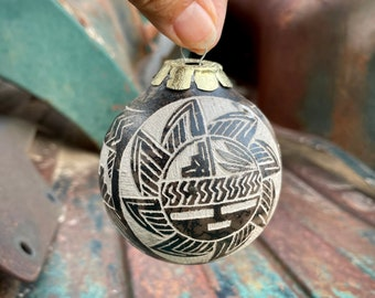 Small Etched Navajo Horsehair Pottery Ornament (Flawed), Native American Indian Christmas Tree