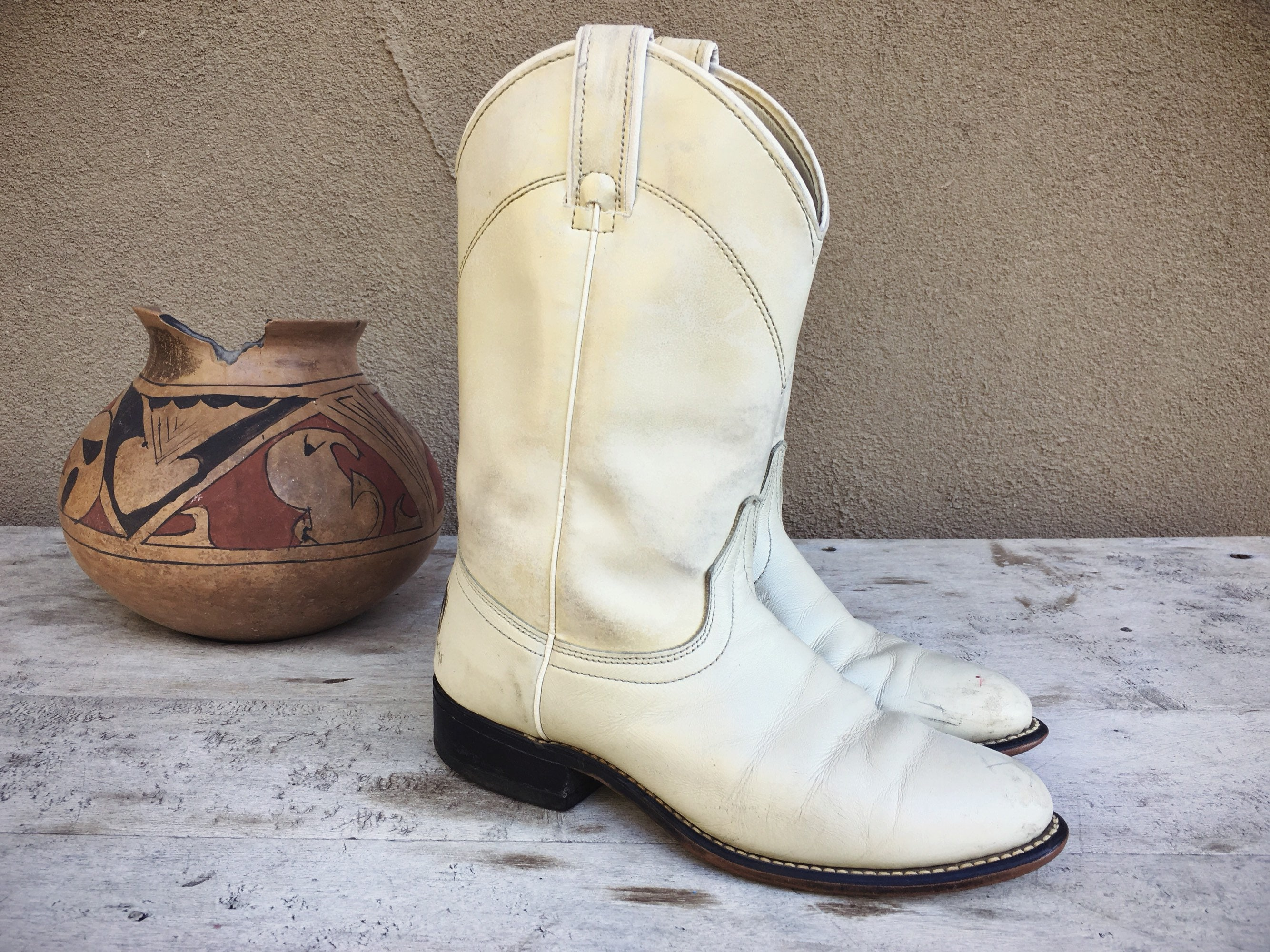 7fd42fe5a2ef4 Super Distressed Vintage White Cowboy Boots Women's Size 7 B ...