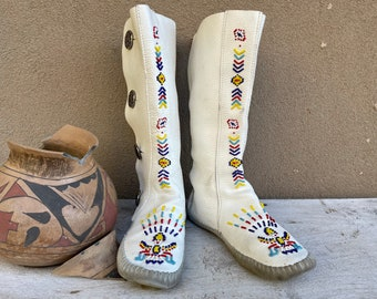 1970s Authentic Taos Moccasin Boots Womens Approx Size 7.5, Tall White Antelope Leather Beaded
