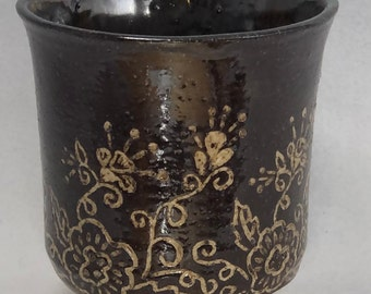 Brown Stoneware Cup with Sgraffito Flowers