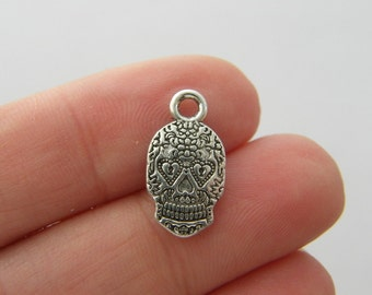 BULK 30 Skull charms antique silver tone HC224
