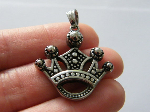 1  Crown pendant antique silver tone stainless steel CA100