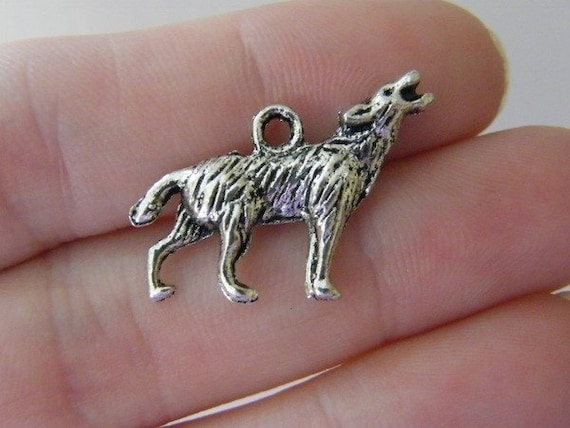 5 Howling wolf charms antique silver tone A286