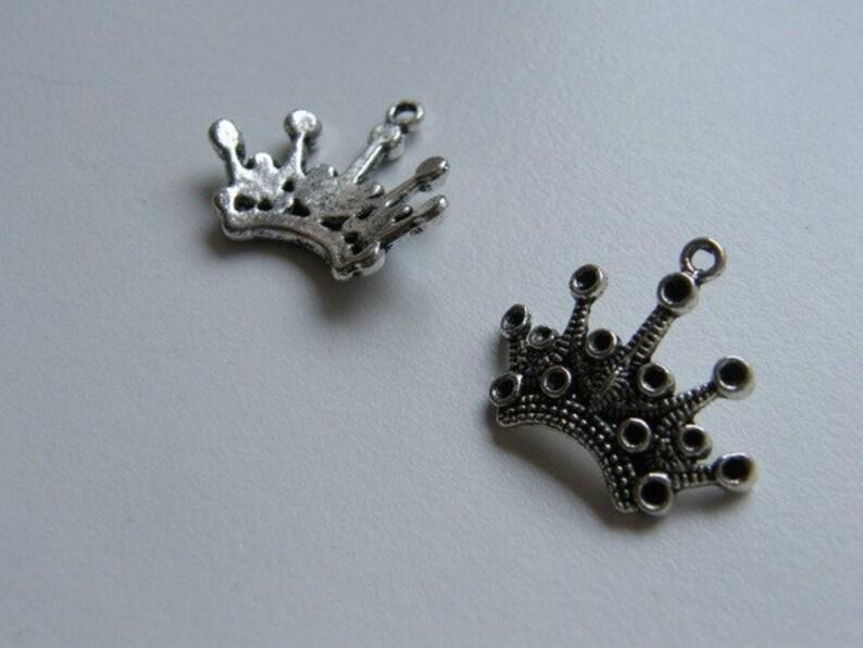 BULK 40 Crown charms antique silver tone CA12
