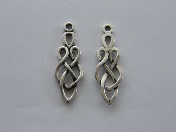 10 Celtic knot charms antique silver tone R41