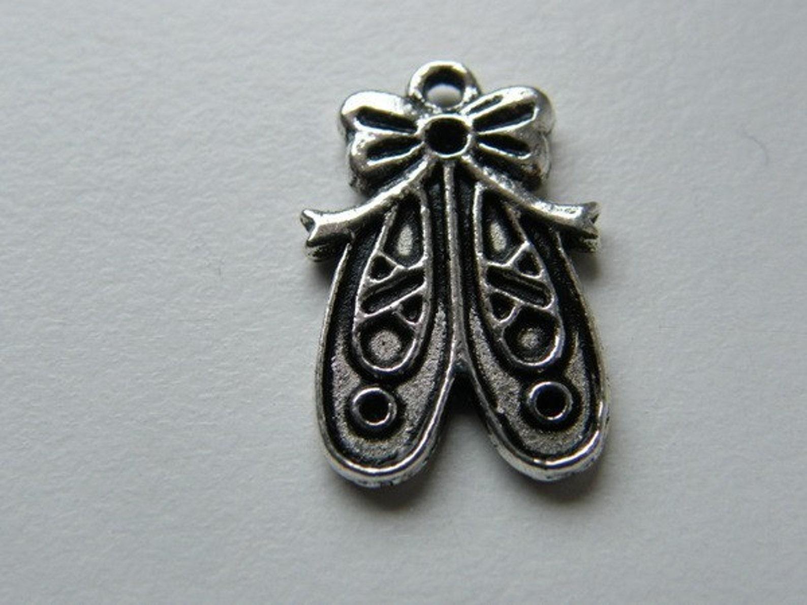 bulk 30 pair of ballet slipper pendants antique silver tone fb35