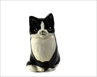Tuxedo cat pie bird ceramic one of a kind hand crafted by Anita Reay AnitaReayArt piebird black and white cat figurine