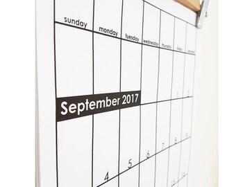 Minimalist Wall Calendar: Sept 2017-Dec 2018