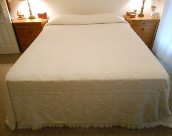 Vintage Bates George Washington's Choice Chenille Bedspread Slightly Shabby Chic Candlewick Cotton Bedspread Double Size Size 98 by 115