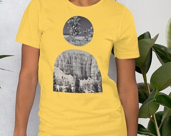 Minimal Desert Sun Portal Bohemian Mid Century Modern Art Aesthetic T-Shirt  | Cotton Peach Heathered Yellow Vintage Landscape Boho Unisex