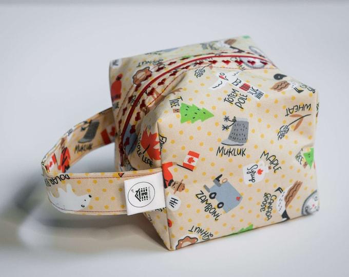 Cabinboyknits&Dolphina- Box bag - Canadian Things