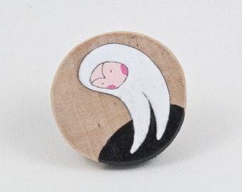 Little black hole, wooden round magnet