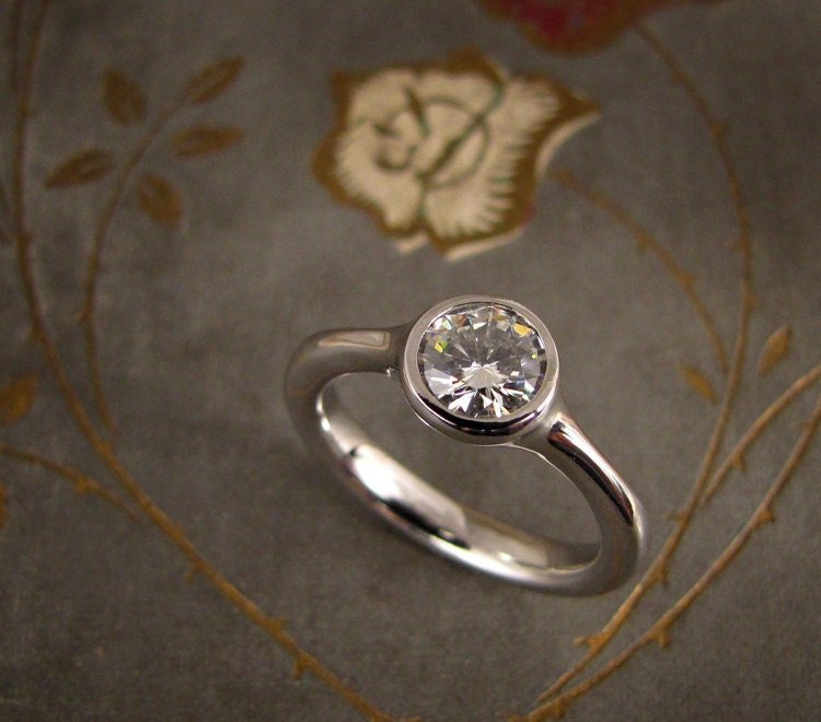 Engagement Rings Netherlands: Elegant Solitaire Engagement Ring 14K White Gold Made To
