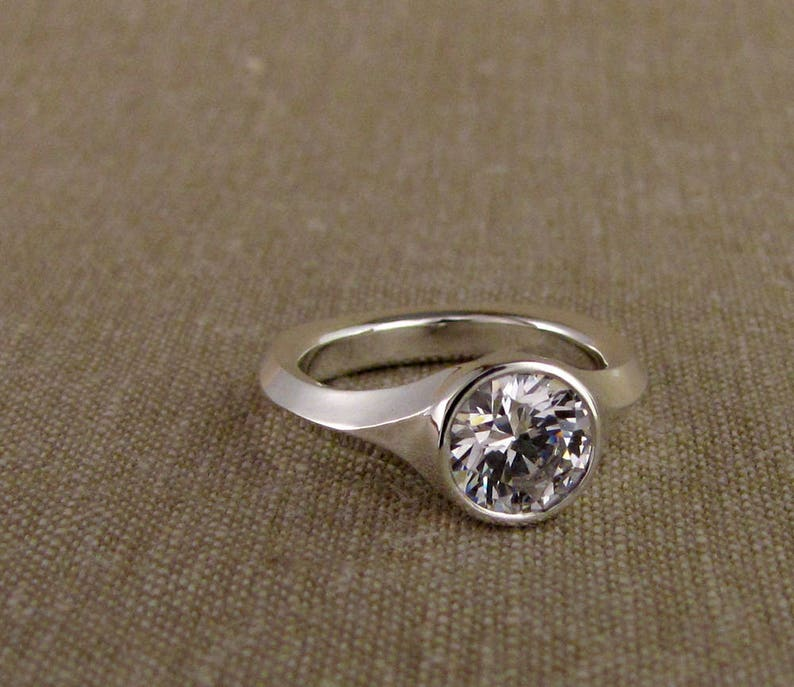 Geometric Low-Profile Solitaire 14K Made to Order image 0