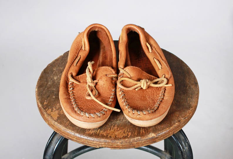 f9394d5fc2d2d Vintage Leather Minnetonka Loafers - Leather Flat Shoe Moccasin Flats  Boating Shoe Bow Bowtie Brown Tan - Size 5 1/2