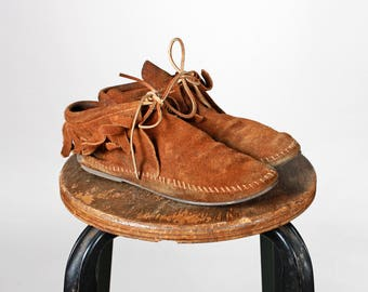 Vintage Brown Leather Minnetonka Booties- Ankle Boots Boot Tan Tie Up Laces Bow Suede Shoe Moccasin Flat Flats Fringe- Size 5 1/2