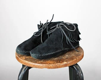 Vintage Black Suede Leather Minnetonka Booties- Ankle Boots Boot Tan Tie Up Laces Bow Shoe Moccasin Flat Flats Fringe- Size 9