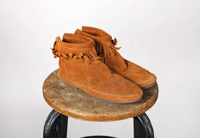 5cb544f8dbb7f Vintage Brown Leather Fringe Booties- Ankle Boots Boot Suede Shoe Moccasin  Flat Flats Bootie Casual Native American Fringe- Size 5