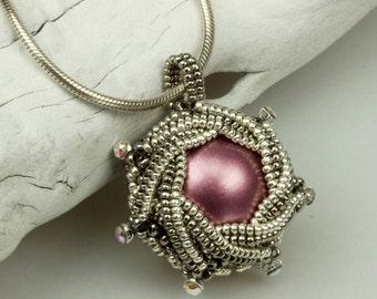 Petit Four (beaded pendant)/ PDF file
