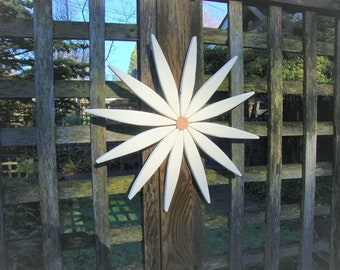 """Daisy White Wooden Outdoor Starburst (18"""") - Decor for Entryway - Garden - Fence - Walls - Outdoor Art by Laughing Creek"""