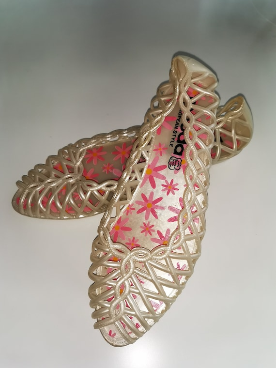 Vintage 1980s Jelly flats shoes lattice pearl whit