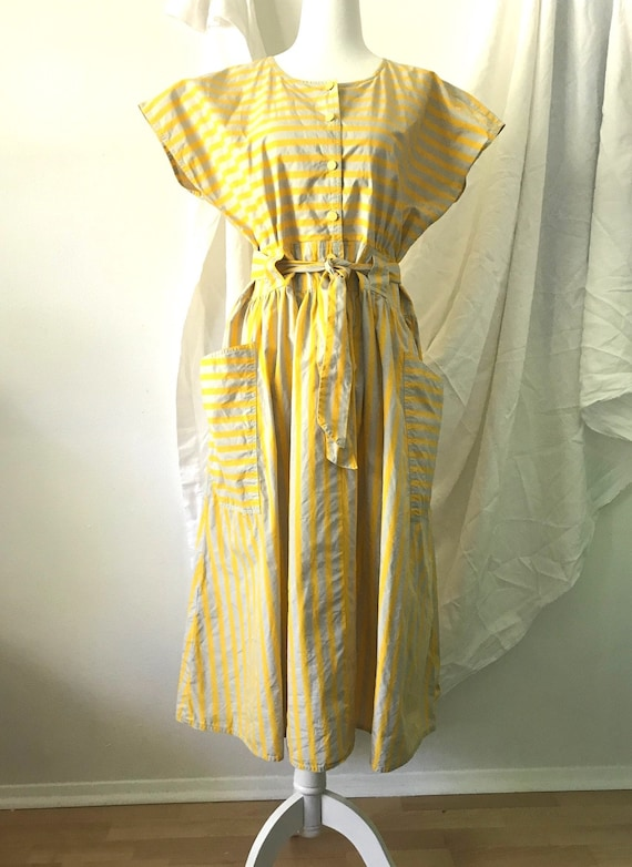 Vintage 1980s Yellow and Pale Grey Striped Sun Dre