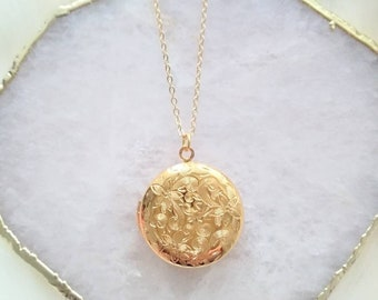 Gold Locket Necklace, Circle Gold Locket, Flower Etched Locket, Photo Locket Necklace, Vintage Style Locket, Mother's Day Gift