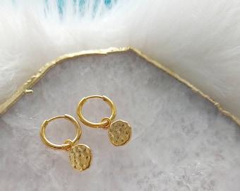 Hammered Gold Disc Earrings, Coin Hoop Earrings, Gold Huggie Earrings, Small Hoop Earrings, Gold Hoops, Boho Earrings, Mothers Day Gifts