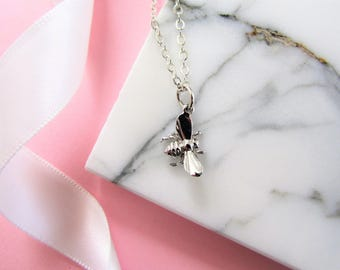 Small Silver Bee Necklace, Bee Necklace, silver Necklace Jewelry, Queen Bee Necklace, Gift for Her Mom, charm necklace, bridesmaids gifts