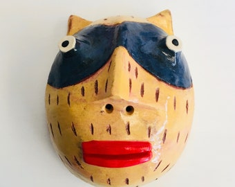 Yellow bandit cat red lips clay wall sculpture small halfhead