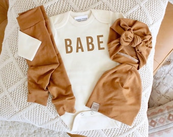 Neutral baby outfit | caramel baby outfit | babe | newborn gender surprise | fall baby outfit | fall baby girl | fall baby boy