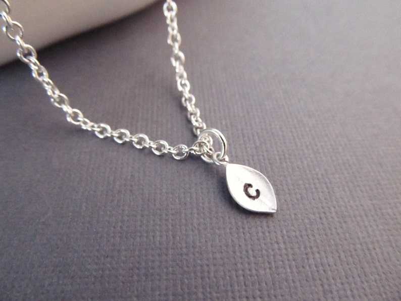 Cheap Gifts for Girls Friend Dainty Leaf Necklace Personalized with Initial Petite Jewelry for Her Silver Custom Letter Charm Necklace