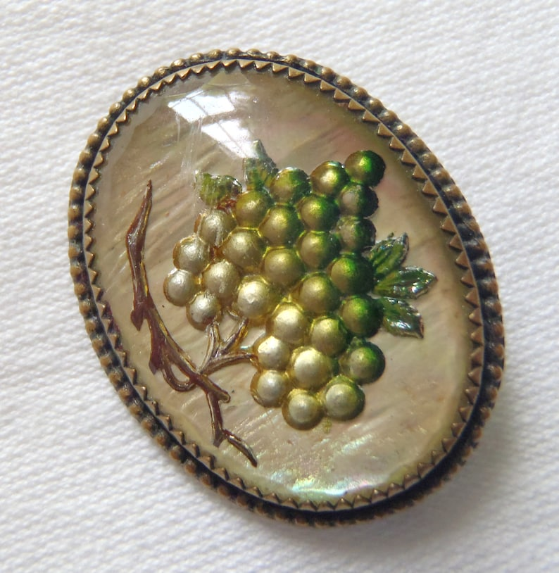 Vintage Victorian Reverse Carved Brooch Intaglio Bunch of Grapes