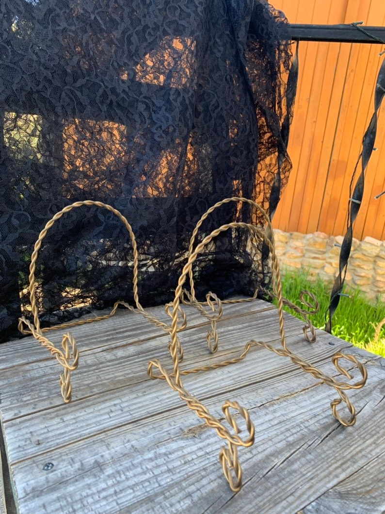 Art Pictures Wedding 7 x 5 x 6 Vintage SET of 3 Antiqued Gold French Country Cottage Twisted Heavy Gauge Wire Easel Stands for Bowls