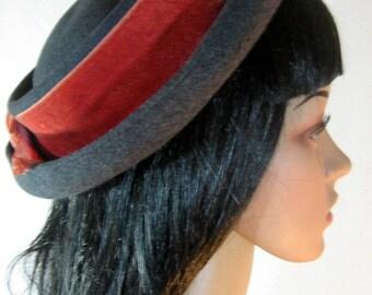 a3e01b2f2f77e 1940 s School Girl Hat by I MAGNIN   CO Wool Felt Grey Salmon